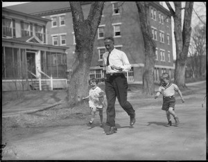 Clarence DeMar and family in Keene, NH Courtesy of the Boston Public Library, Leslie Jones Collection.